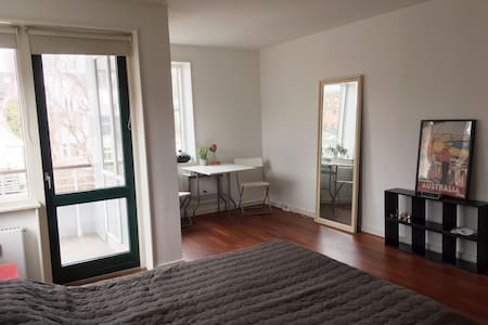 Large room with balcony - Frederiksberg - Apartemen