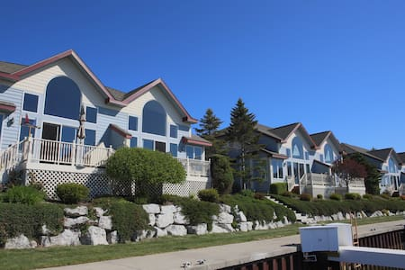 Amazing condo with Lake Michigan and harbor views! - Manistee - Osakehuoneisto