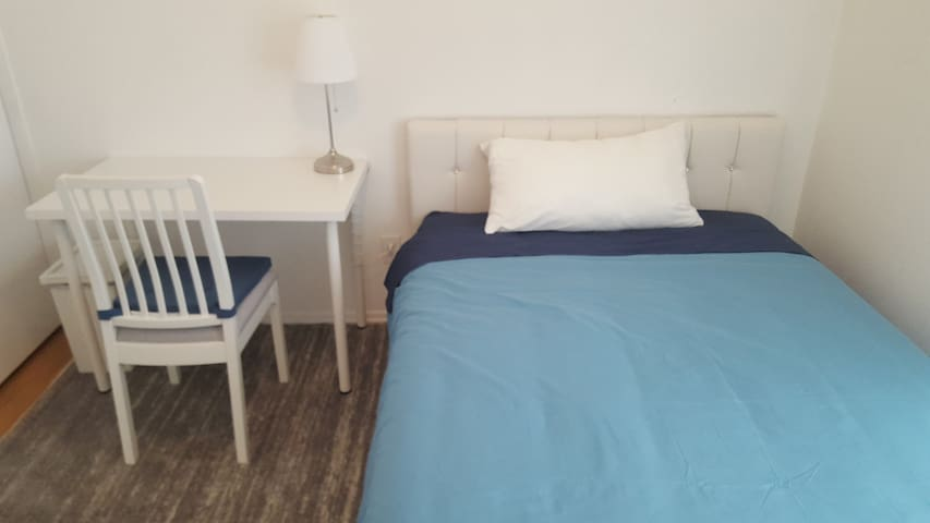 Blue Oasis Room Close to Airport & Convention Ctr