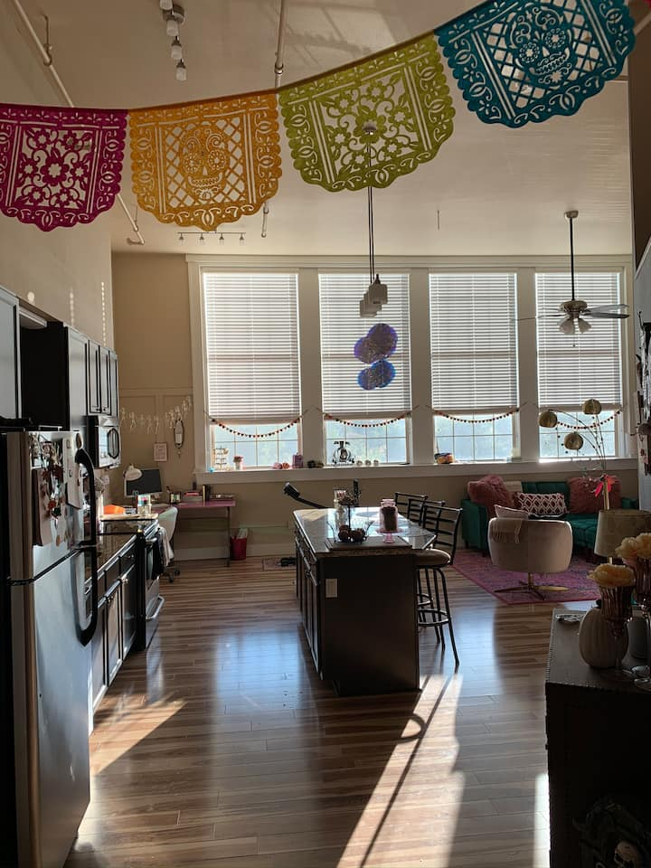 Bright, airy, modern loft in Downtown Waco!