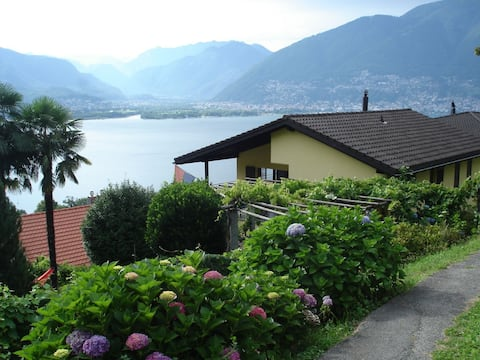 Apartment with stunning view on the Lago Maggiore