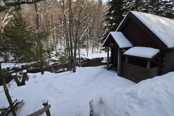 Guest cabin at Creekside Cabins--Close to Gore Mt