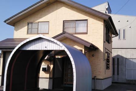 十日町駅から徒歩1分!まるごと1棟貸し!さくらハウス