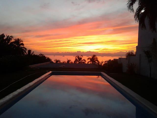 Hermosa cabaña con piscina y mar