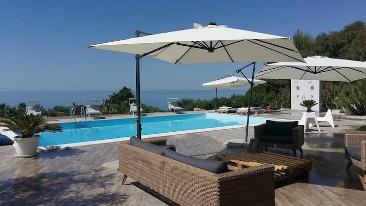 Villa MALOUGA avec piscine à 130m de la plage