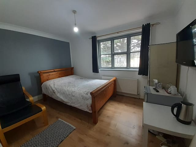 Nice room within family home - Ample parking