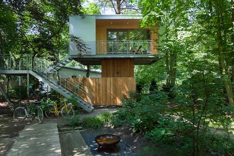Modernes Baumhaus für 2 Personen