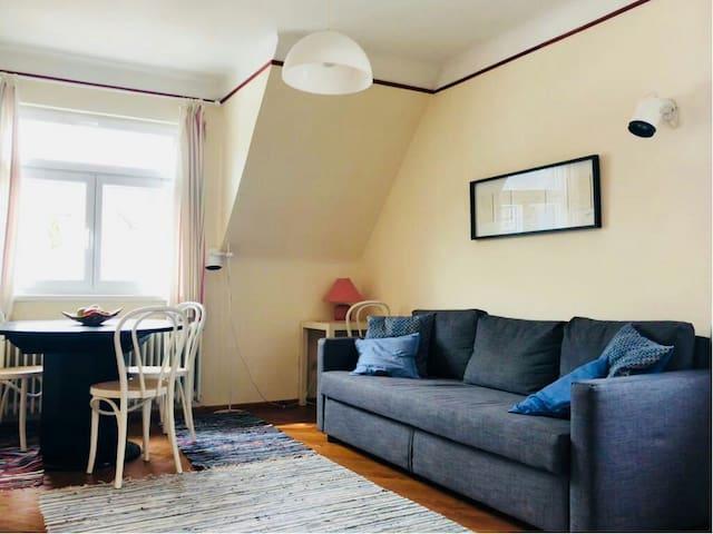 Wohnzimmer (Bild I)