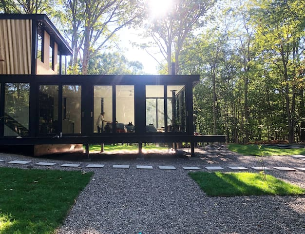 Brand new glass home with Hot Pool near Rhinebeck