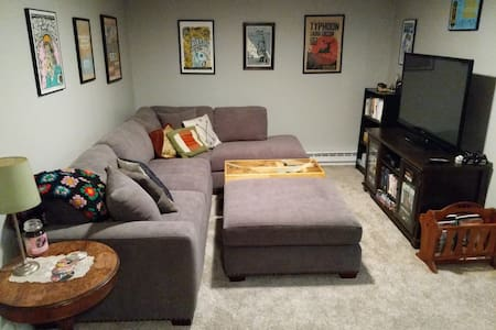 Artsy & Private Guest Suite Near Downtown!