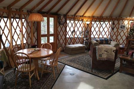 Unique Luxurious Spokane River Yurt - Ford - Jurta