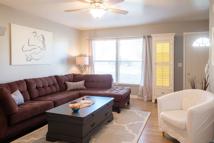 Location! Lake, Downtown & Airport - Nashville - Adosado