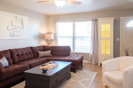 Location! Lake, Downtown & Airport - Nashville