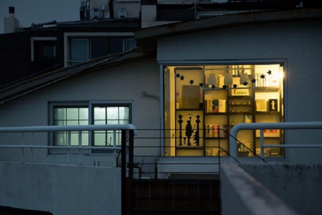 맬록 게스트하우스 3층 휴게실 야경