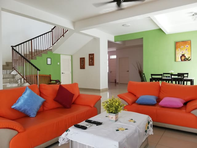 Affordable and Spacious Semi D Homestay in Desaru