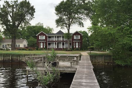 Lakefront Vacation Rental -MUST BE AGE 21 TO RENT
