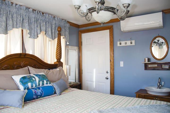 Ocean City Mansion - Fire Place Suite