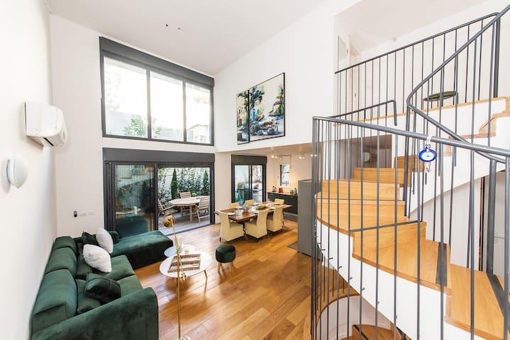 Luxury Triplex - 5bdrs + Terraces - Rothschild Bvd