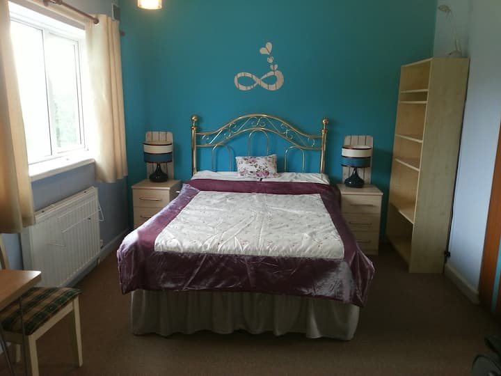 Spacious double room (2) close to Warwick Uni