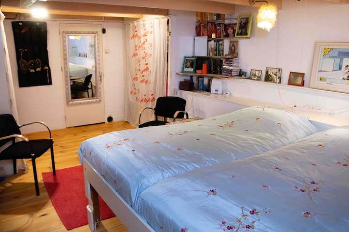 Cosy basementroom on great location