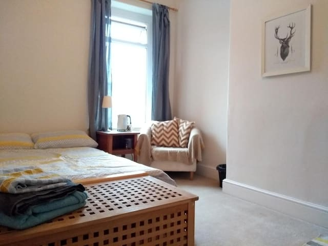 Lovely room in vibrant area close to city centre
