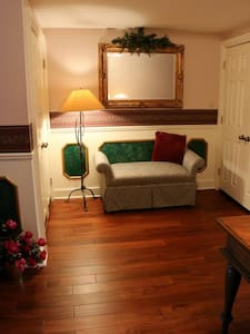 Serendipity The Townhouse - Marshall - Bed & Breakfast - 1