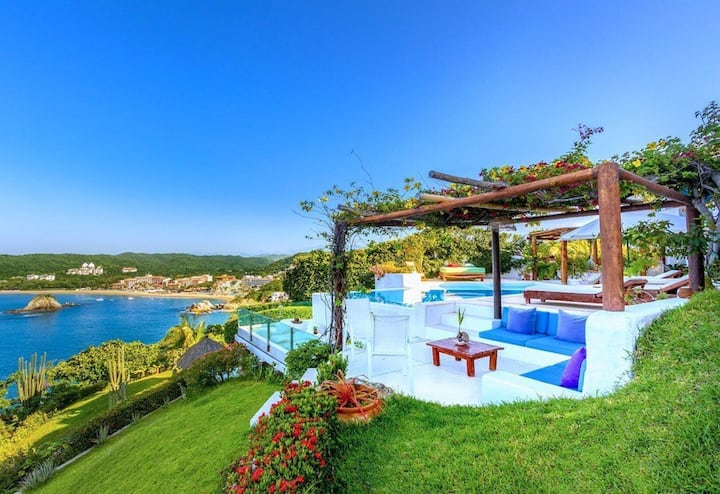 Beautiful Ocean Front Villa 5 BD Full Staffed
