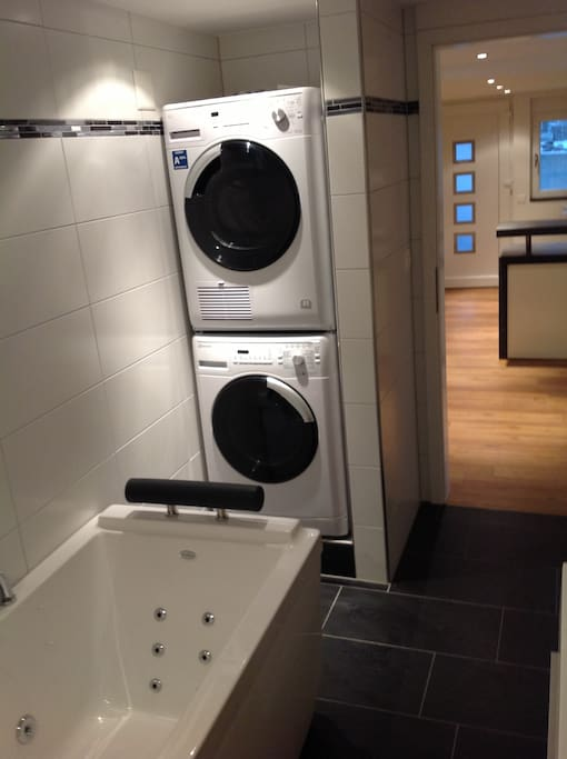 Jacuzzi , washing machine and dryer