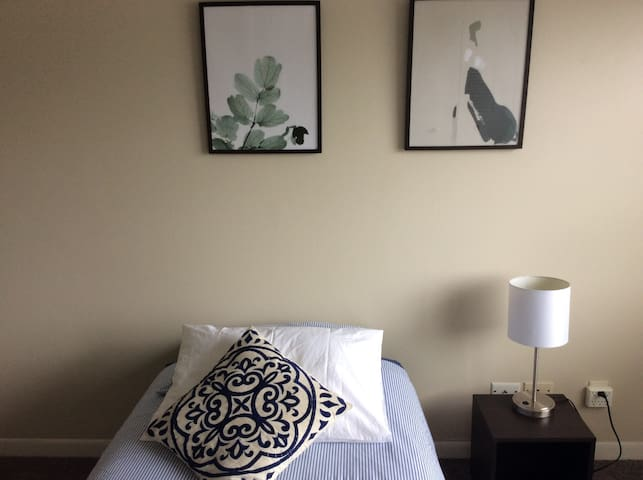BEAUTIFUL room near to SAWGRASS Mall and TENNIS