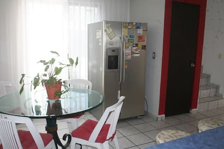 Cancun downtown, sleeps 1 ~ 2, excellent location - Cancún - House