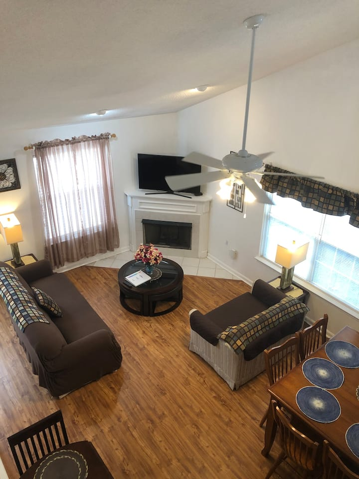 GPL Laugh with Friends & Family in a Cozy Townhome