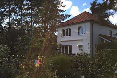 Cosy two-storey family home+garden - Hus