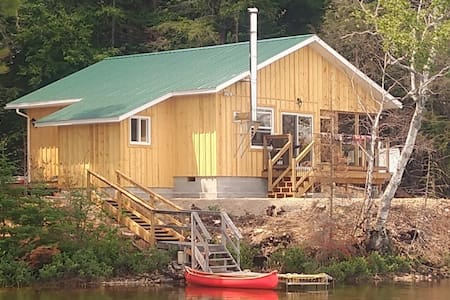 Cedar Cabin: A quiet retreat at any time of year.