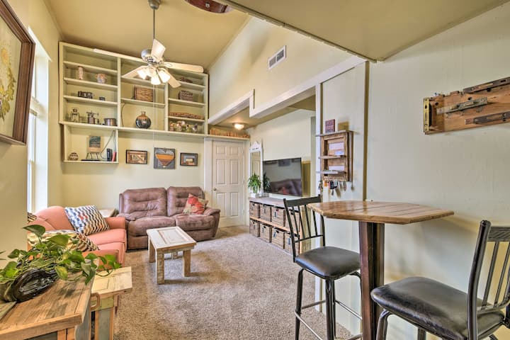 NEW! Historic + Updated Apt <4 Mi to Oval Beach!