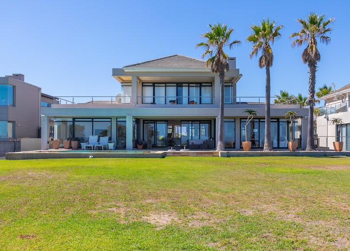Villa Paradis - ocean front with views to behold!