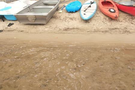 Beautiful Sand Lake! FREE boat use. Vintage cabin