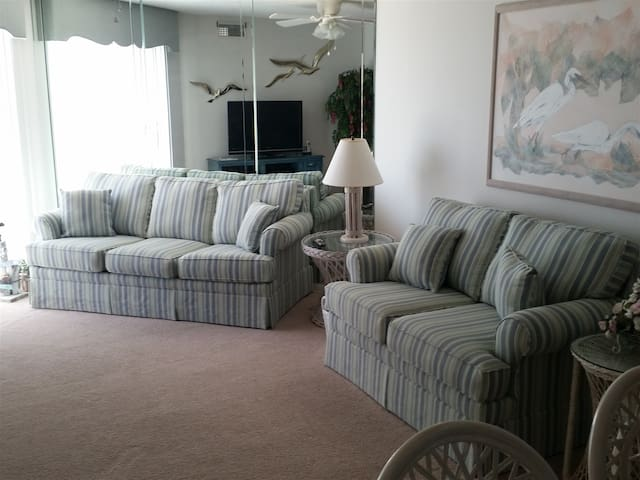 Beautiful 2 BR/2 BATH condo with ocean view and private deck!