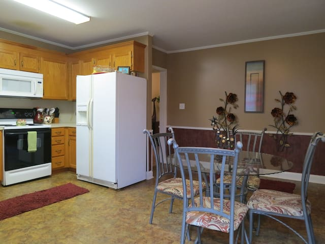 Charming 3 bedroom, 2.5 bath downtown Mooresville - Mooresville - Hus