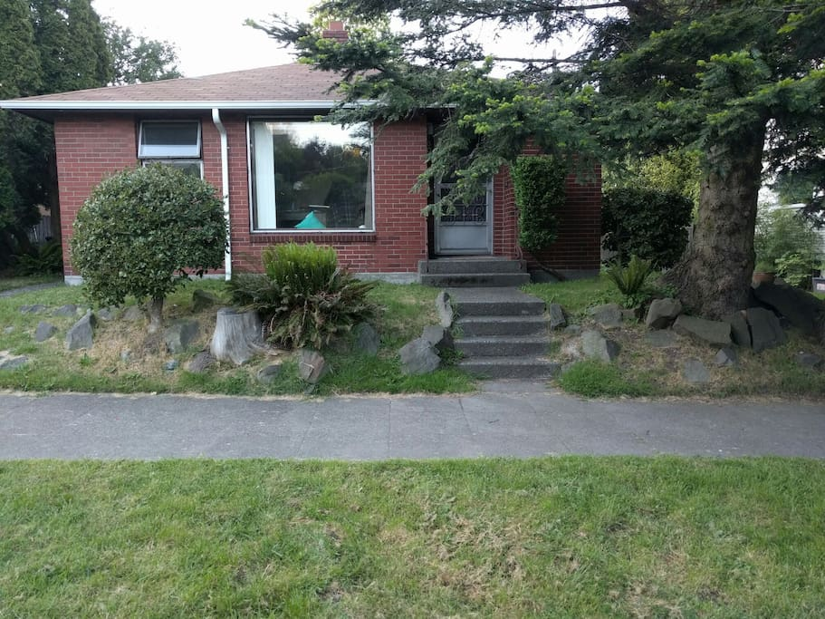 Welcome home! Quaint house in historic neighborhood