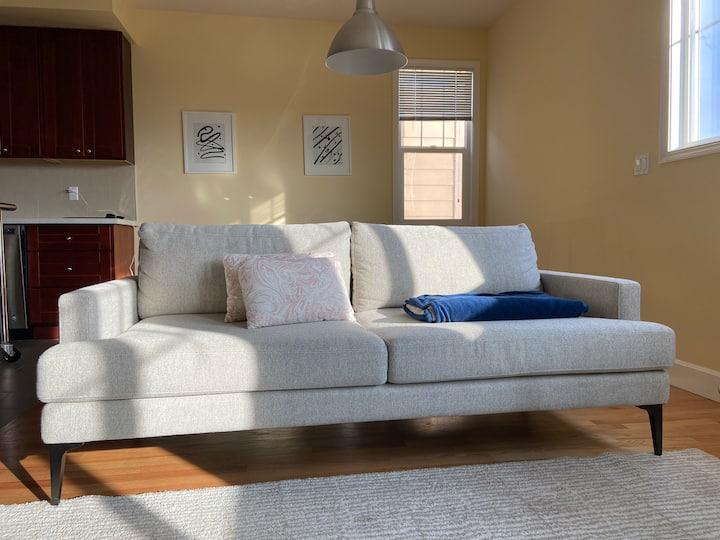 Top Floor, natural light Apartment near BART/SFO