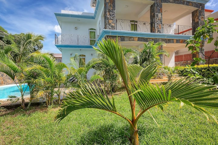 SUNNY Tropical Villa****(300m from the beach)