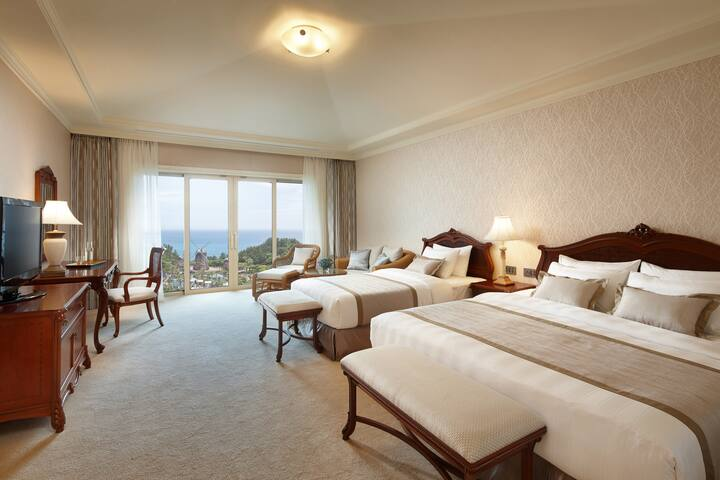 [ Lotte Hotel ] Premier Ocean Family Twin Room