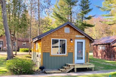 The perfect clean cozy cabin for your UP vacation!