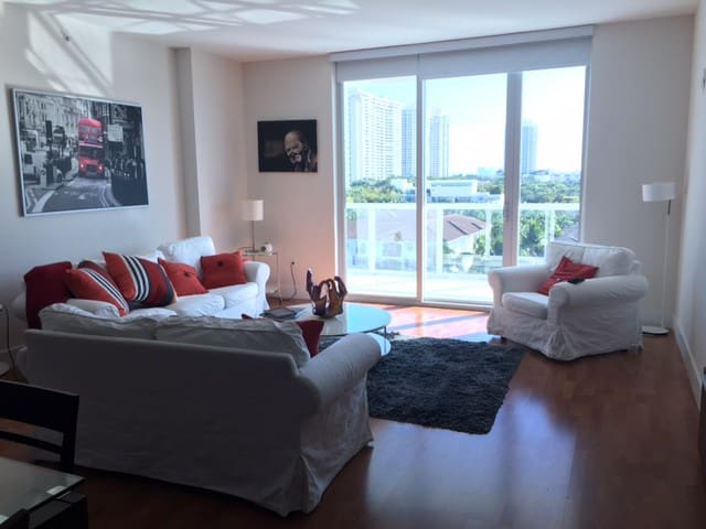 3030 Beautiful Water Front Condo