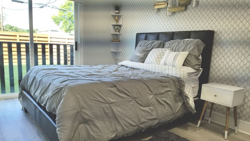 This bed is amazing. Queen size Memory Foam. Make sure to set your alarm.