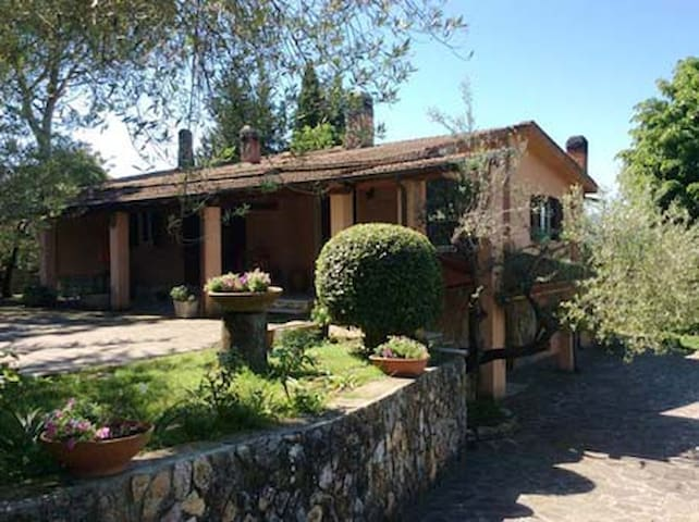 Villa with garden & panoramic terrace near Sutri - Fonte Vivola - House