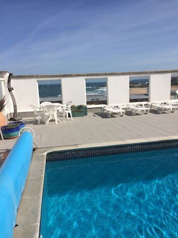 Outdoor heated pool overlooking fistral beach