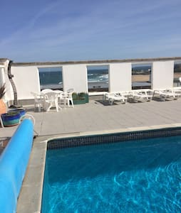 Fistral beach views with pool - Newquay