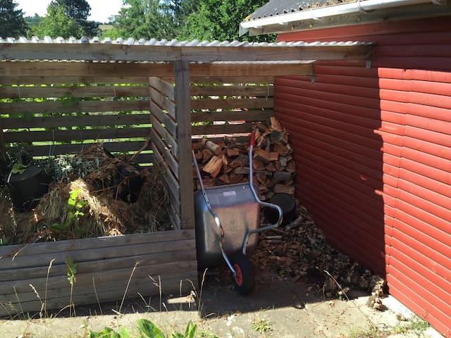 Brændeskur / The Wood shed