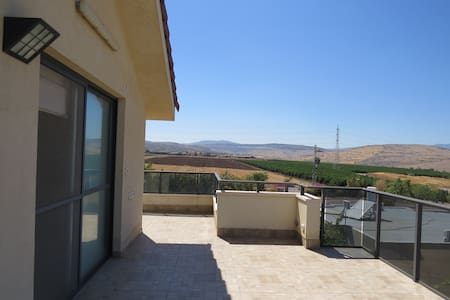 Lovely and peaceful apartment with an amazing view - Arbel